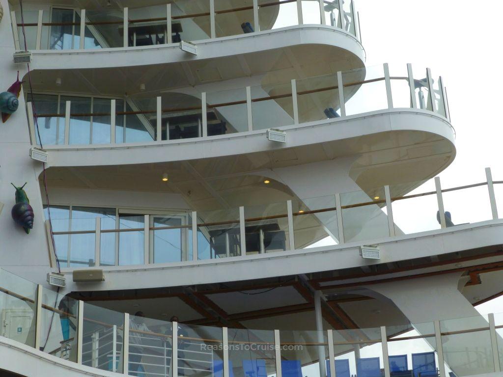 AquaTheater Suites