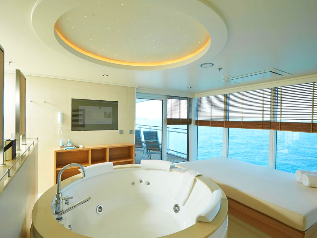 Europa 2 Owners Suite Bathroom