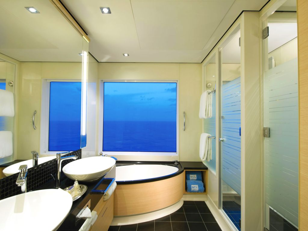 NCL Getaway 2 Bed Family Villa Bathroom