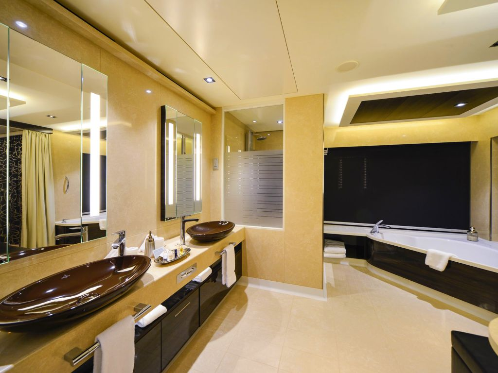 NCL Getaway Penthouse Suite Bathroom