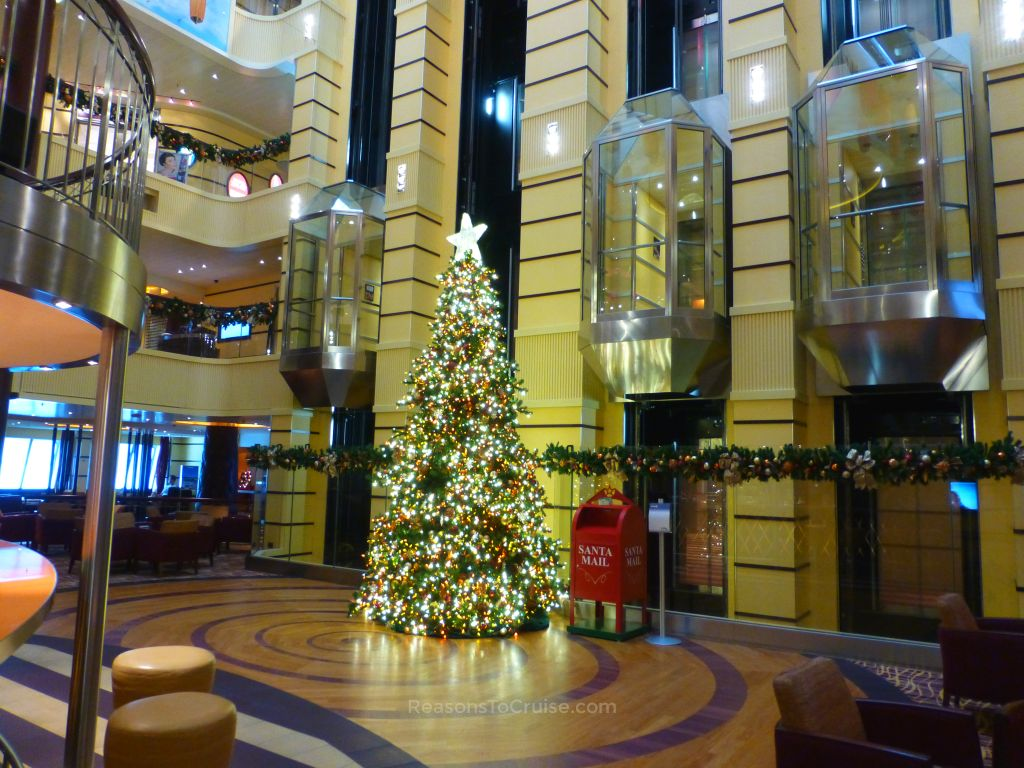 christmas tree on carnival breeze - When Do Cruise Ships Decorated For Christmas