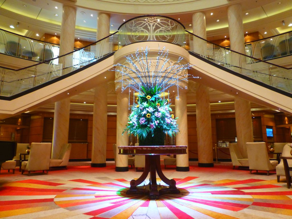 The Grand Lobby on Queen Mary 2