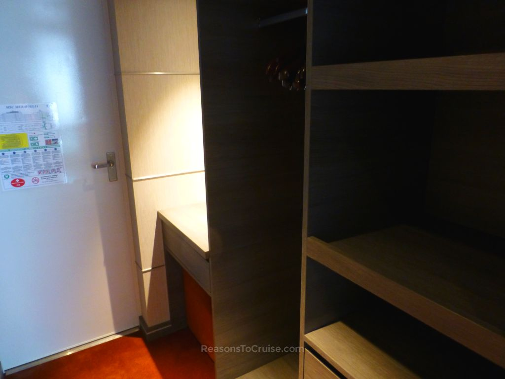 Walk-in wardrobe in cabin 9002
